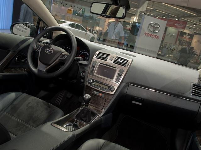Тойота авенсис фото цена